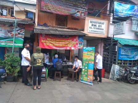 Petamburan Residents Enjoy Archive Restoration Services