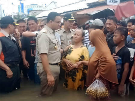 Anies Invites Citizens to Overcome Floods