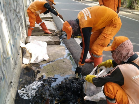 Drains in Tebet Timur Being Cleaned