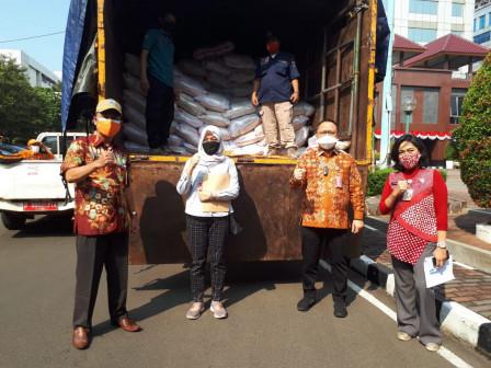 Pemkot Jakpus Distribusikan Bantuan 3000 Paket Beras