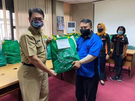 DWP Dinas Nakertrans dan Energi Beri Bantuan Sembako Untuk ASN dan PJLP Terdampak Banjir