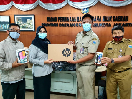 PD. PAL Jaya Distributes Digital Devices to Assist Students