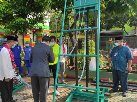 East Jakarta Receives Drilling Machine Assistance