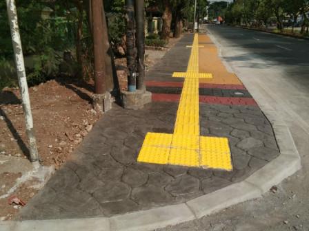 Perbaikan Trotoar di Jl I Gusti Ngurah Rai Capai 80 Persen