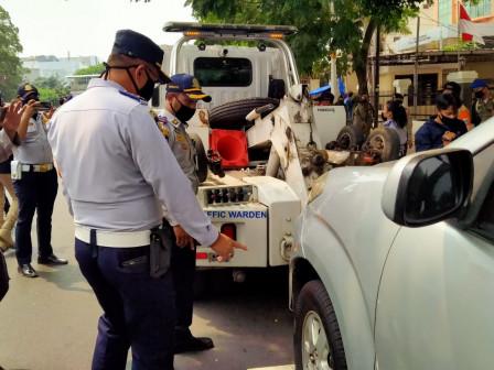 Illegal Parking, 24 Vehicles in Jatinegara Netted