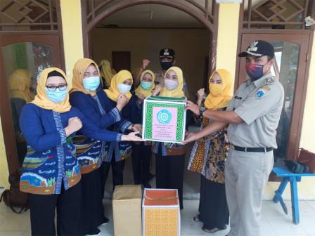 TP PKK Kepulauan Seribu Distribusikan 3.000 Masker dan PMT