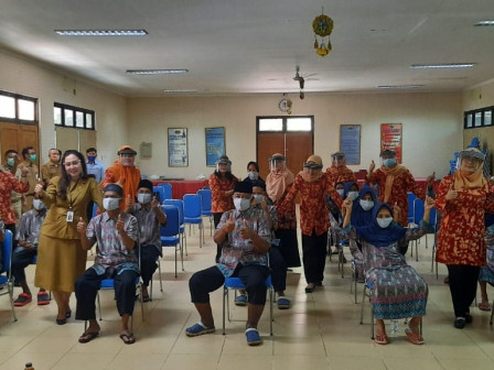 Empat Panti Naungan Dinsos DKI Jakarta, Diberikan Bantuan Dharma Wanita