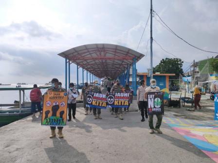 Satpol PP Intensifies Anti-drug Socialization on Panggang Island