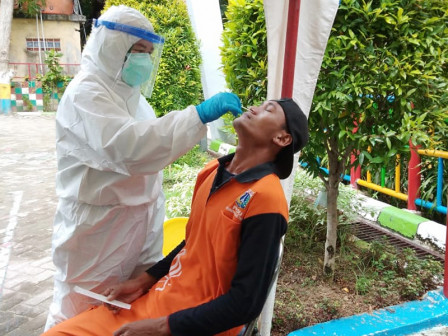 ASN dan PJLP Kelurahan Pulau Tidung Ikut Test Swab Gratis