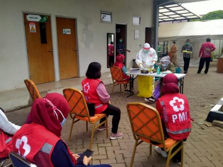 15 Relawan PMI Diperbantukan Layanan Vaksin di Puskesmas Duren Sawit