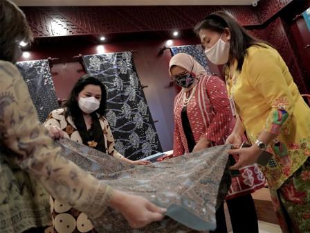 Perajin Jakarta, Terus Membatik di Masa Pandemi - Kolaborasi Dekranasda Provinsi DKI Jakarta dengan