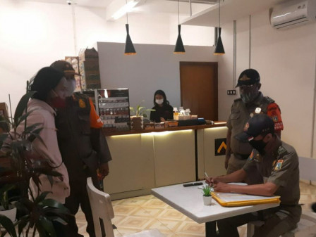 Satpol PP Kecamatan Palmerah dan Cengkareng Gelar Monitor PPKM Darurat Level 4