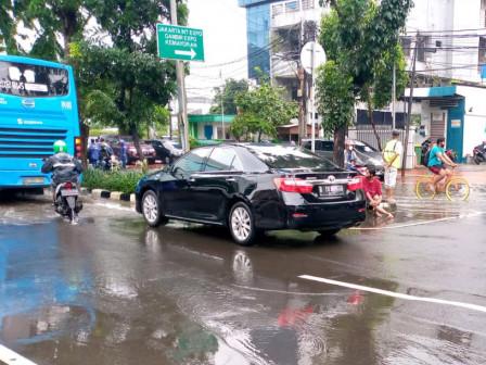 Inundation on Jalan Bungur Gradually Receding from Afternoon