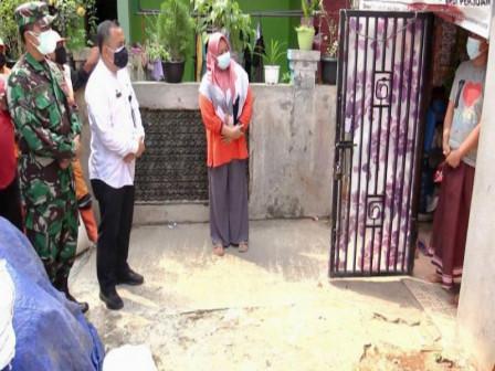 Kelurahan Rorotan Salurkan Bantuan Paket Sembako dan Obat-Obatan Kepada Warga Isoman