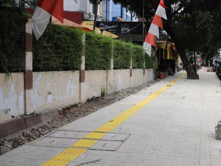 Sudin Bina Marga Jaksel Percantik Trotoar di Jalan Tebet Raya