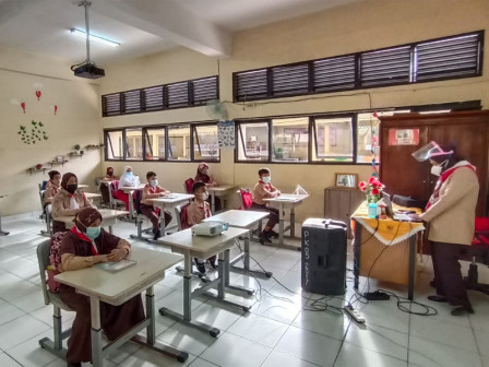 Wali Kota Jaktim Tinjau SDN Pondok Kelapa 05 dan SMKS Malaka Duren Sawit