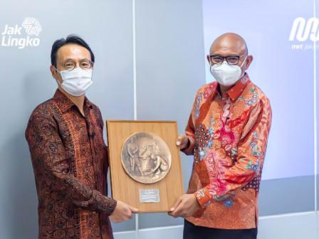 Duta Besar Jepang Untuk Indonesia Beri Penghargaan Kepada MRT