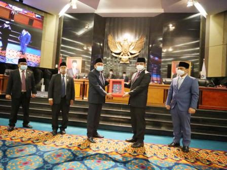 Serahkan LKPJ 2020 Ke DPRD DKI Jakarta, Gubernur Anies Paparkan Capaian Penyelenggaraan Pemerintahan