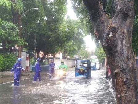 15 SDA and PPSU Personnel Handle Inundation on Jl. Bujana Tirta