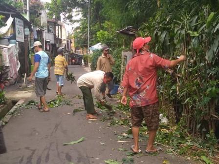 Pondok Pinang Residents Take Part in Mass Cleanup Action