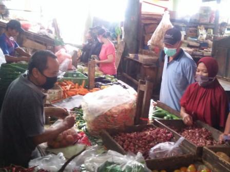 Pasar di Jakbar Tidak di Temukan Cabai di Warnai