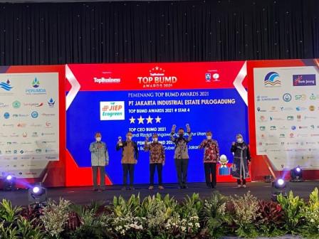 PT JIEP Sabet Tiga Penghargaan TOP BUMD Award 2021
