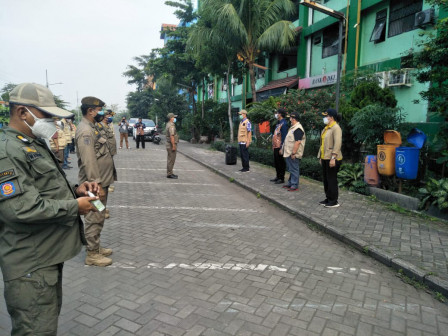30 Personel Gabungan Gelar Operasi Tibmask di Rusun Griya Tipar Cakung