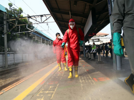 40 Firefighters Have Disinfected Tanah Abang Station Area