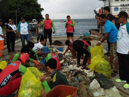 142.2 Kilograms of Trash Transported from Karya Island Water
