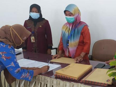 85 PJLP Kelurahan Pulau Panggang Tandatangani Kontrak Kerja