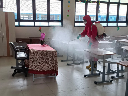 SDN Pulau Panggang 02 Pagi Disinfeksi Usai Digunakan PTM