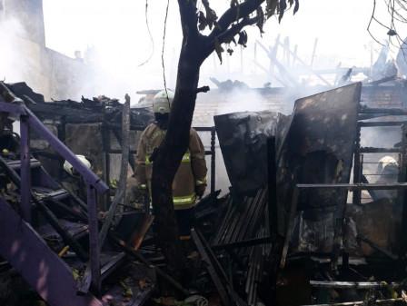 Kebakaran Rumah Warga di Petojo Sabangan Dipadamkan