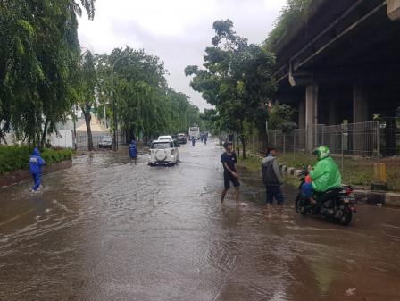Inundation on Jl. Kamal Raya Gradually Recedes