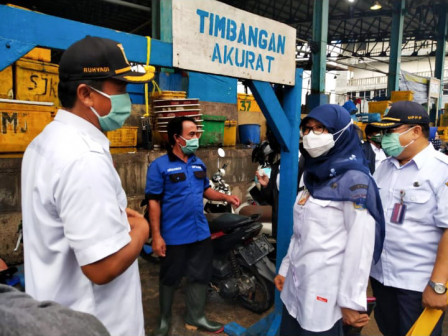 Dinas KPKP DKI Kembali Lakukan Monitoring di Pasar Grosir Ikan Muara Angke