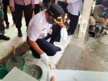 Wali Kota Jaktim Peletakan Batu Pertama Bedah Kampung di Kampung Melayu