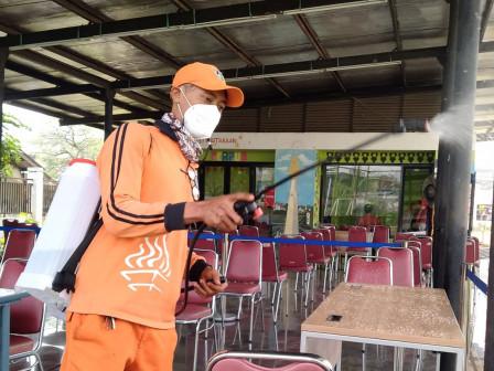 PPSU Semprot Cairan Disinfektan RPTRA Cempaka Sari Cakung Barat