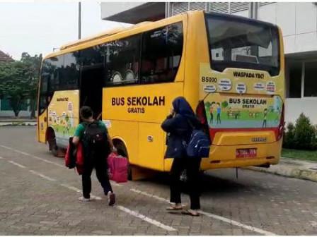 Delapan Awak Bus Sekolah Diisolasi di Karantina Darurat Upas