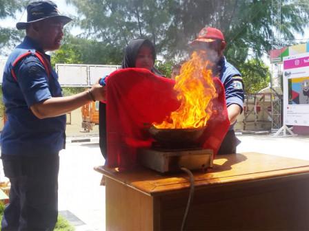 Harapan and Kelapa Islands People Get Fire Education