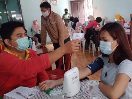 Kelurahan Koja Gelar Vaksinasi COVID-19 di Balai Warga RW 012
