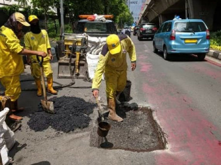 57 Damaged Road Points in South Jakarta Repaired