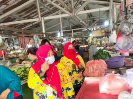 Kelurahan Pegadungan Himbau Protokol Kesehatan Pasar Maja