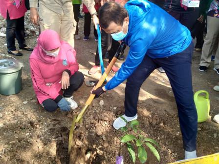 Wali kota Jaktim Pimpin Giat Tanam 1.000 Pohon Buah di Kawasan KBT