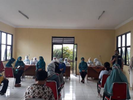 50 Orang Ibu di Rorotan Ikuti Rapid Test Massal