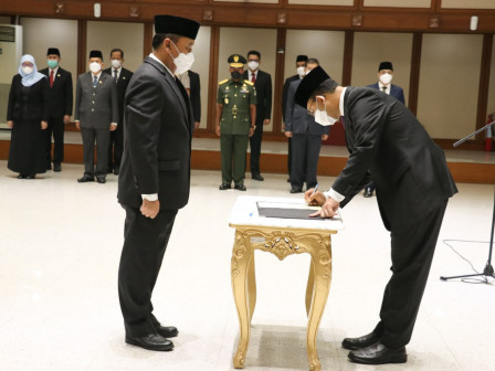 Lantik Tujuh Pejabat Tinggi Pratama, Gubernur Anies Harapkan Terobosan Baru Dalam Mengurus Jakarta