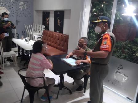 Kasatpol PP DKI Jakarta Gelar Patroli ke Sejumlah Tempat Keramaian Malam Hari