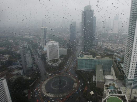 Jakartans May See Light Rain This Sunday