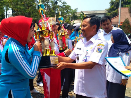 Kelurahan Semper Timur Juara Umum FORST Senam Kecamatan Cilincing