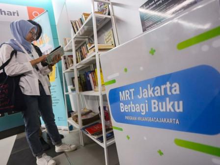 1.482 BukuTersedia di Book Corner Stasiun MRT