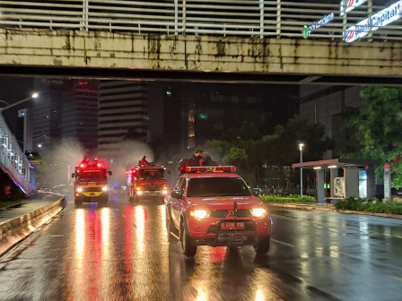 Fire Handling Agency Sprays Disinfectant on Jalan Sudirman-Thamrin