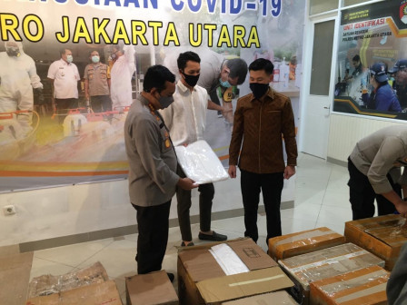 Anggota Komisi C DPRD Distribusikan Bantuan APD ke Polisi